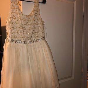 Dresses & Skirts - Sparkly short prom dress!